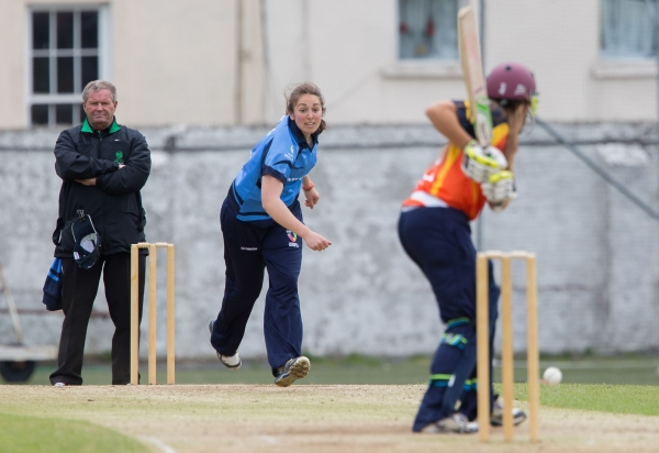 Amy Kenealy bowling to Anna Kerrison
